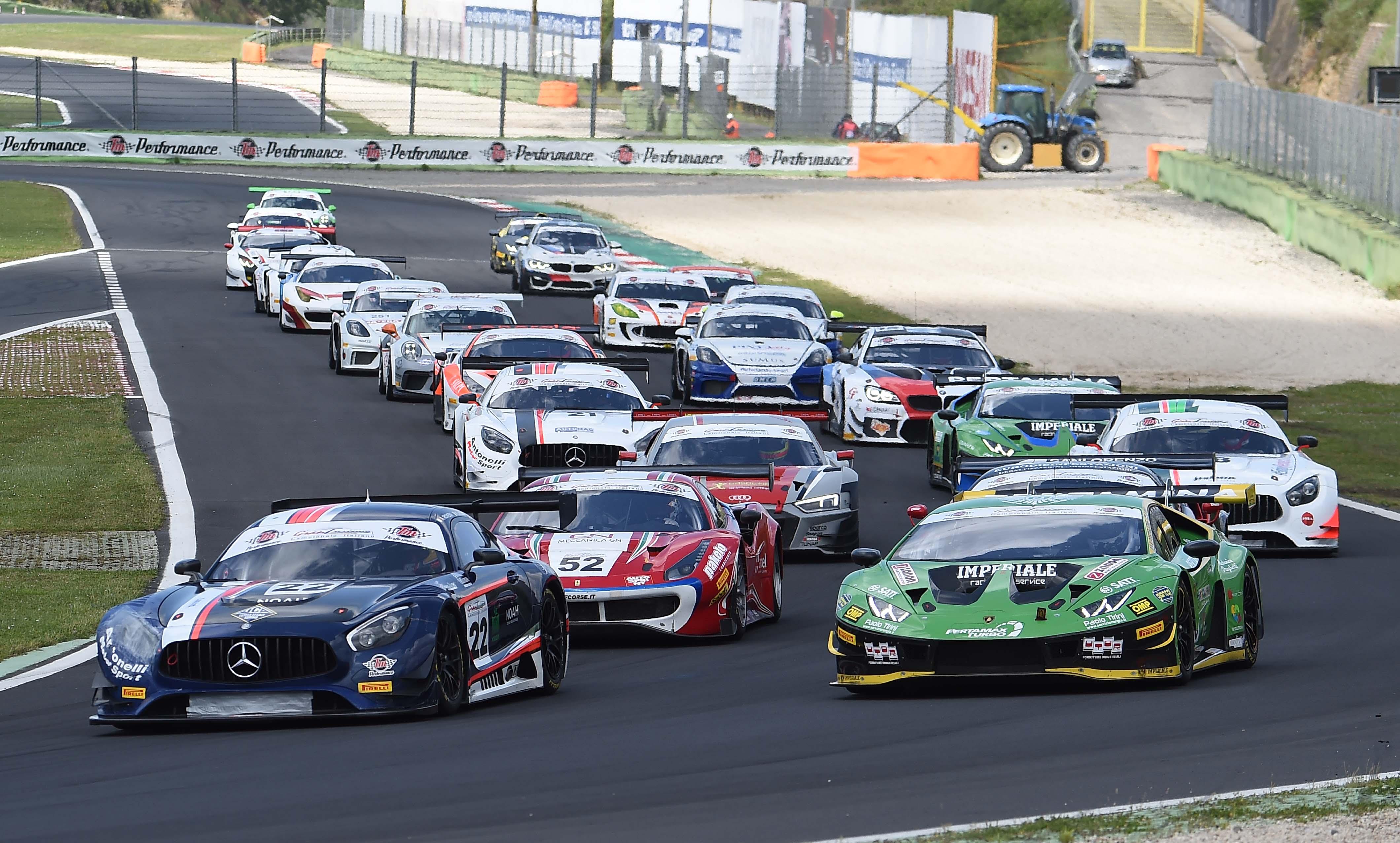 Riccardo Agostini e Alessio Rovera in testa al Tricolore GT Sprint