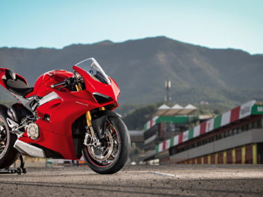 Panigale-V4S-Red-MY18-01-Pista-Video-Full-1330×748